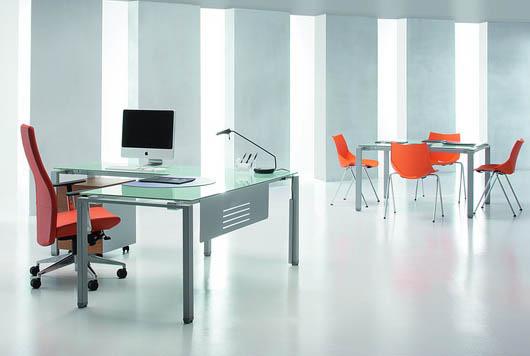 Mesas de oficina de cristal en Madrid | Mobiliario de cristal